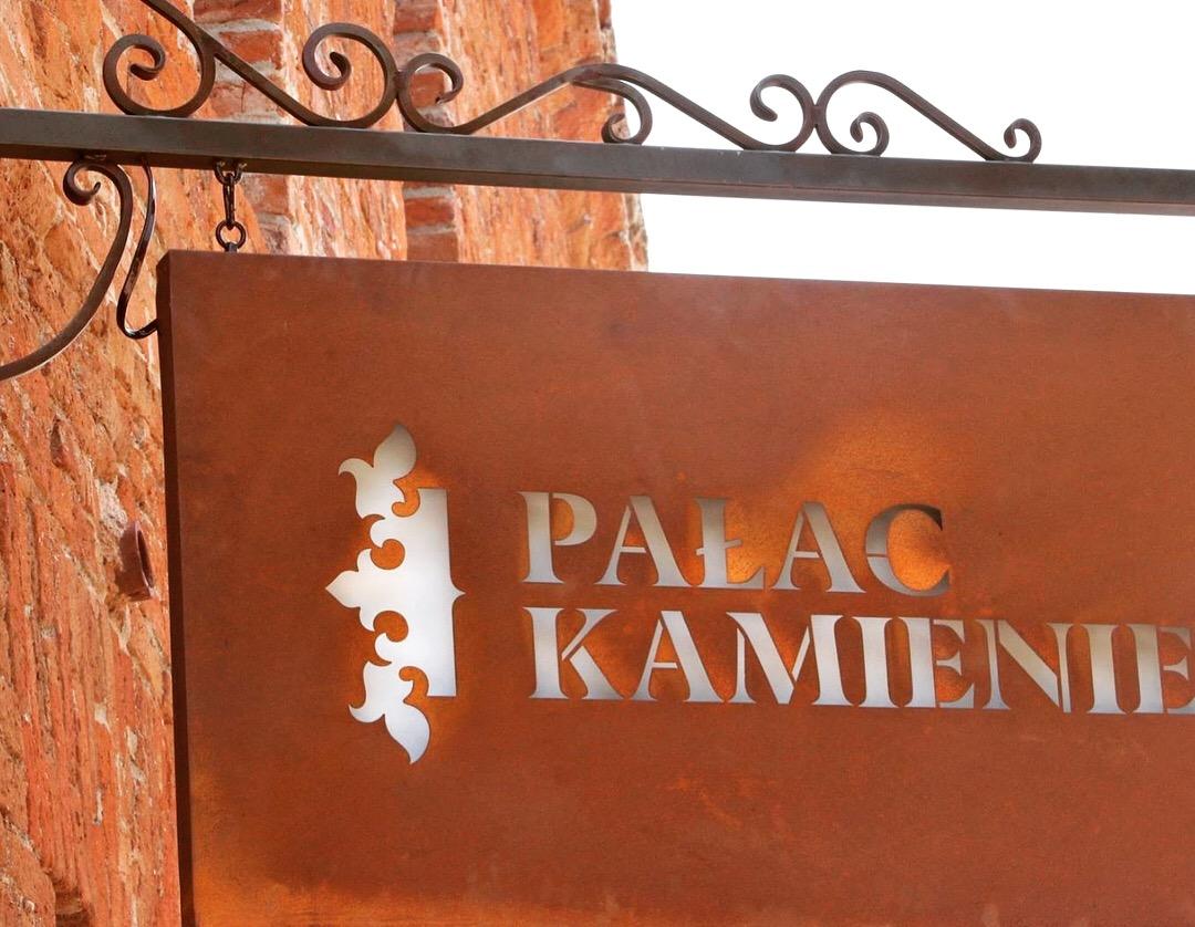 Szyld-logo-Pałac-Kamieniec_6