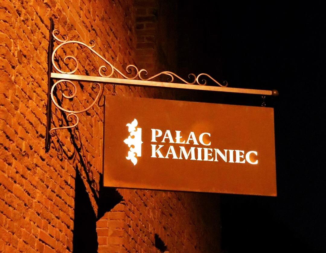 Szyld-logo-Pałac-Kamieniec_7