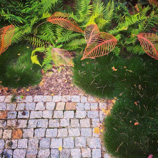 Biżuteria ogrodowa corten liście
