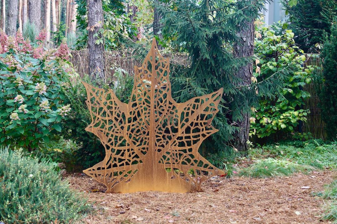 Rzezba ogrodowa z cortenu lisc klonu
