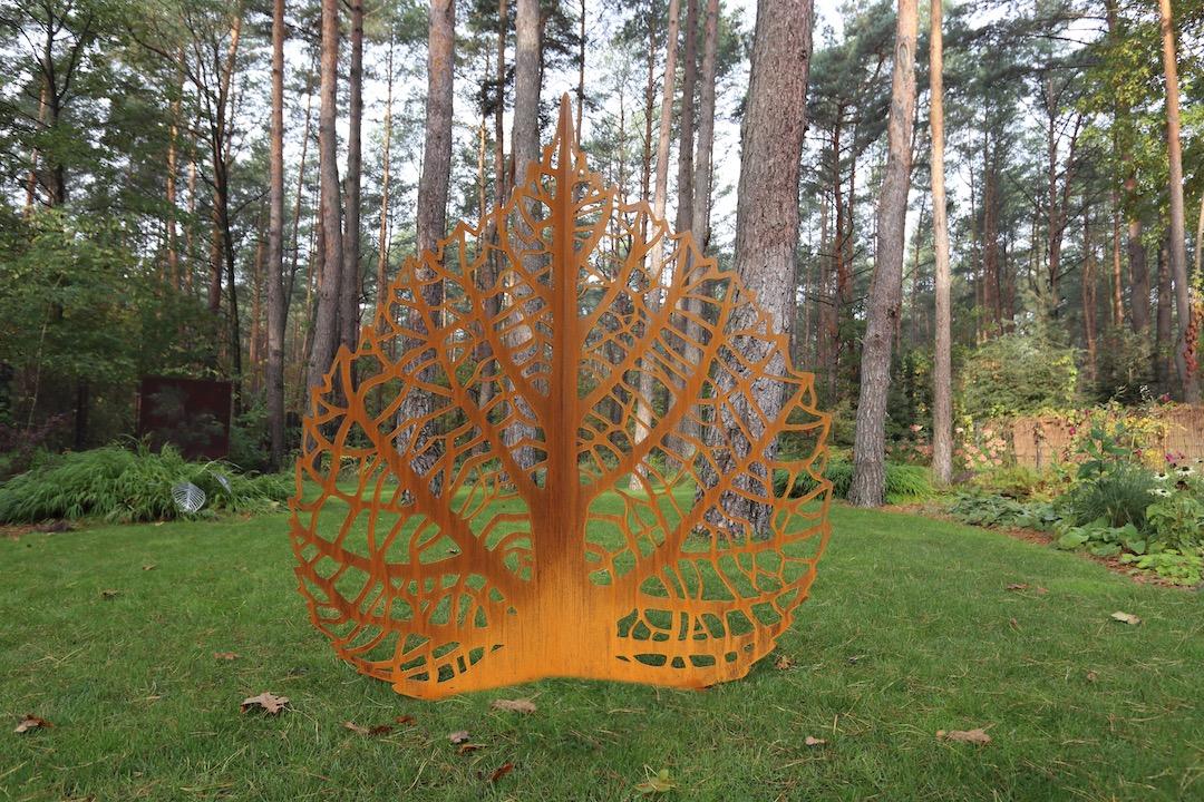 Rzezba ogrodowa z cortenu lisc lipy